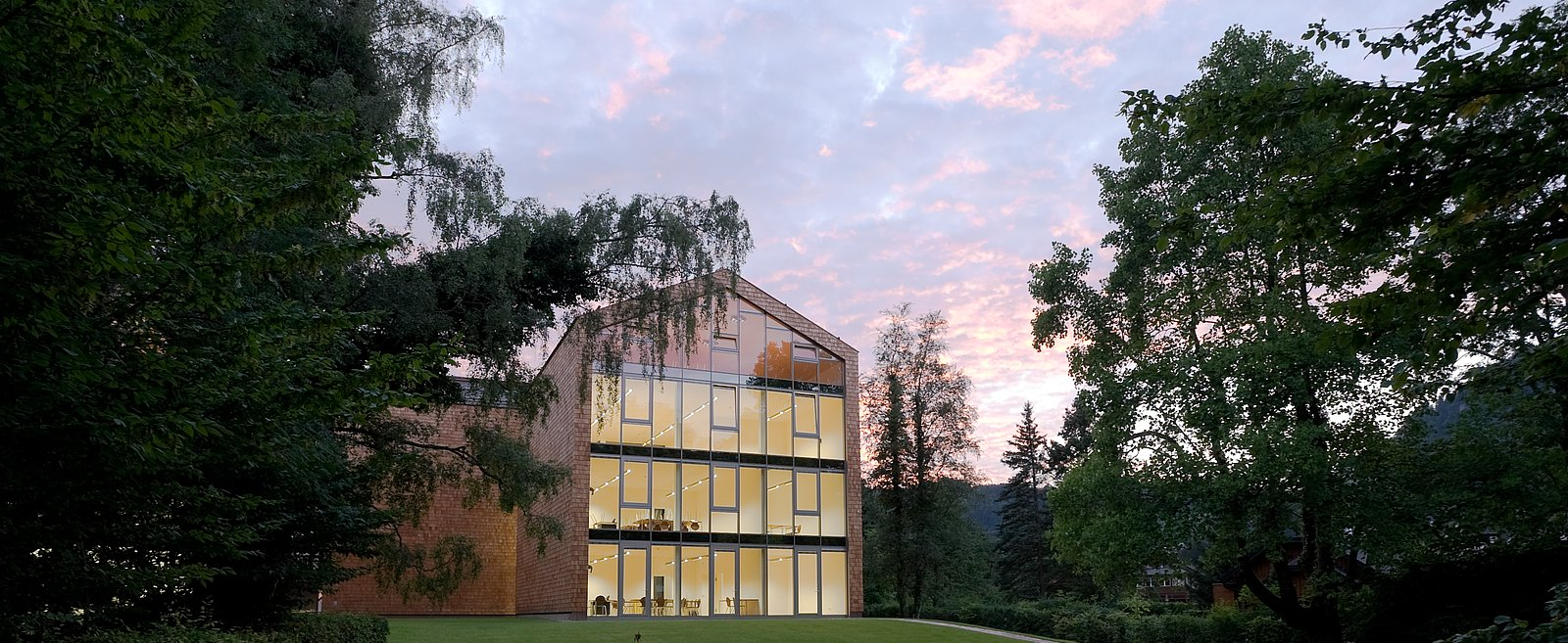 StGIS-schoolbuilding_panorama